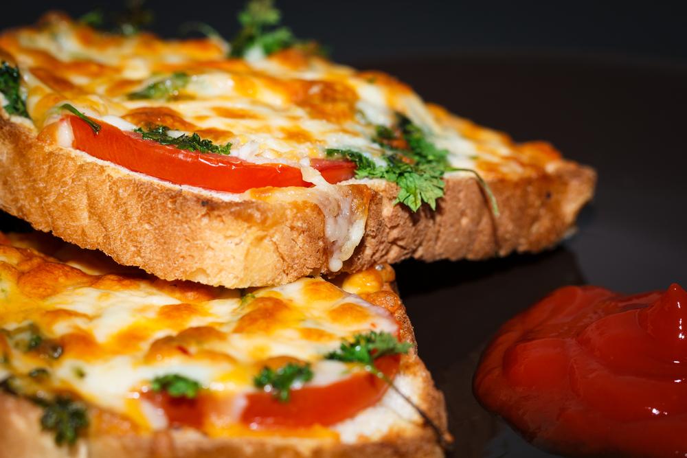 Roti Pizza Ayam, Bekal Bergizi untuk Si Kecil
