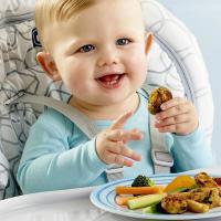 Yuk Latih Si Kecil agar Mandiri Dengan Baby-Led Weaning