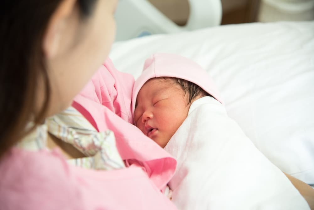 Bibir Bayi Baru Lahir Terlihat Kering dan Pecah-pecah. Normalkah?