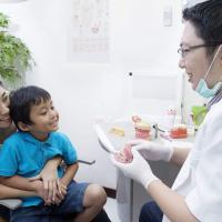 Begini Trik Agar Si Kecil Mau Diajak ke Dokter Gigi