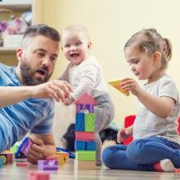 Kapan Waktu Terbaik Berikan Mainan Pada Si Kecil?