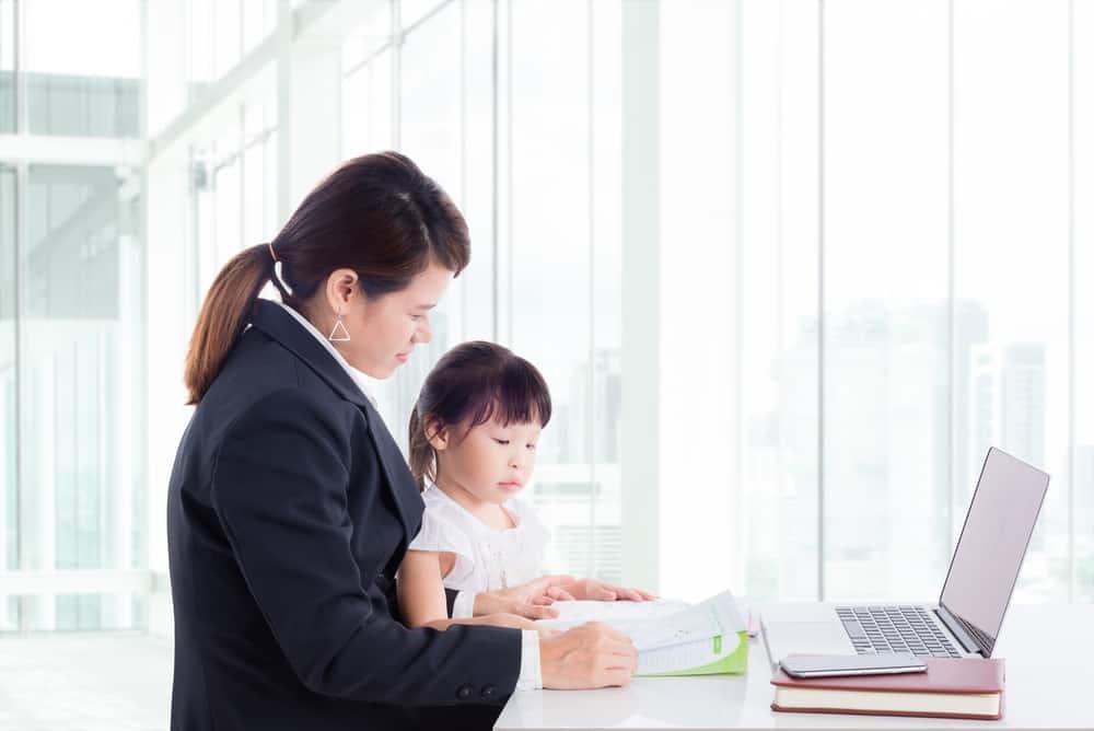 Hal yang Perlu Diperhatikan Saat Ingin Membawa Si Kecil ke Kantor