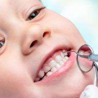 Gigi Susu Si Kecil Patah. Apakah Karena Kurang Konsumsi Kalsium?