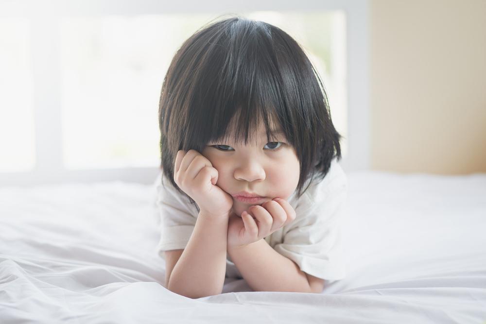 Hati-hati Moms, Pola Asuh Salah Bisa Sebabkan Si Kecil Alami Selective Mutism!