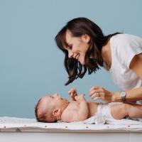 Cara Tepat Memakaikan Popok Bayi Baru Lahir