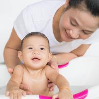 Yuk, Cari Tahu Cara Perawatan Kulit Sensitif Bayi