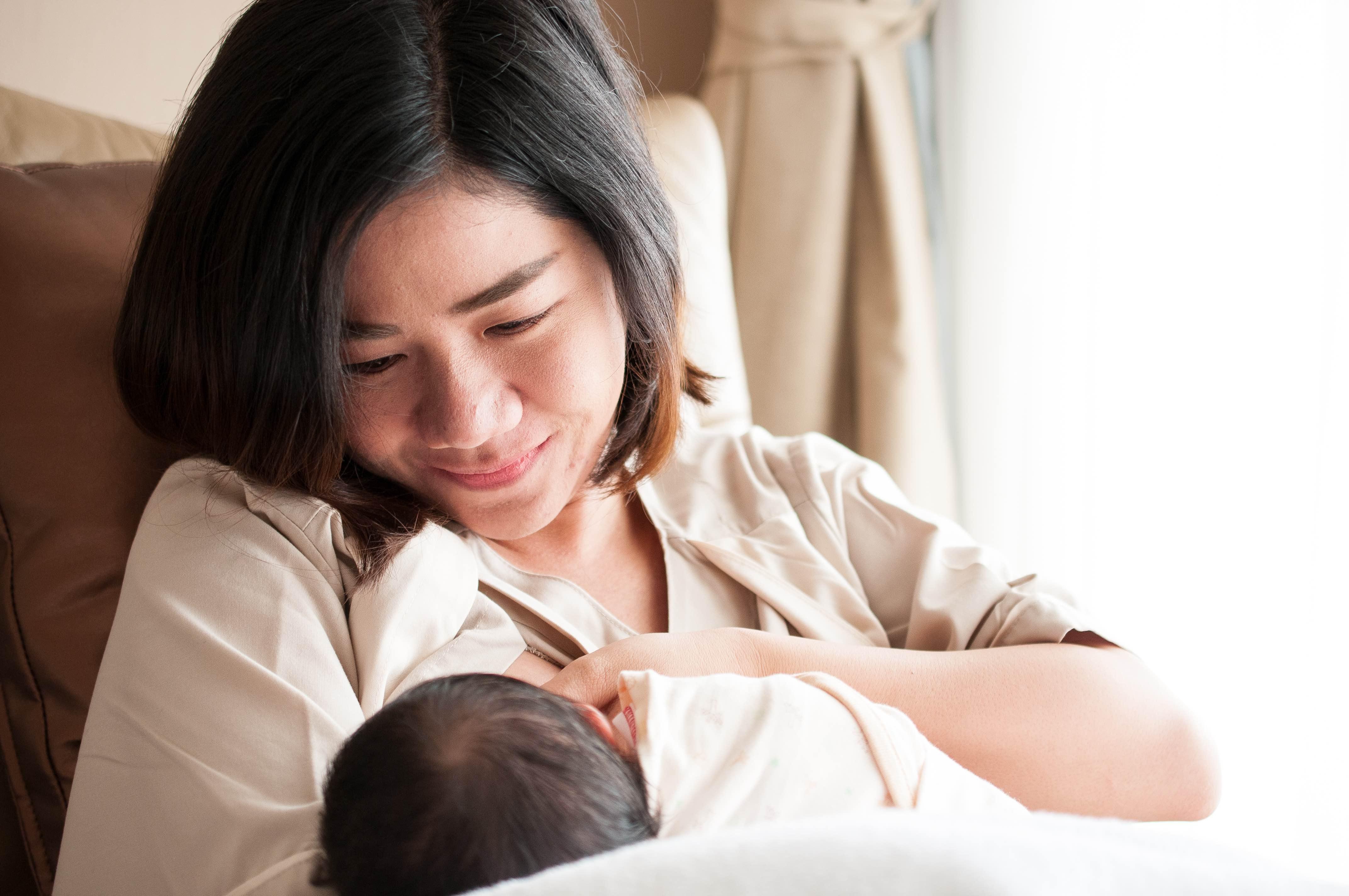 Tanda Bayi Cukup ASI yang Perlu Moms Tahu