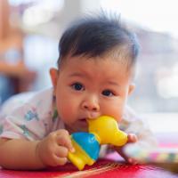 Jangan Panik, Ini 6 Ciri-Ciri Bayi Tumbuh Gigi