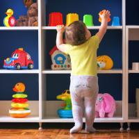 Kenali Tahapan Perkembangan Bayi Usia 0-12 Bulan