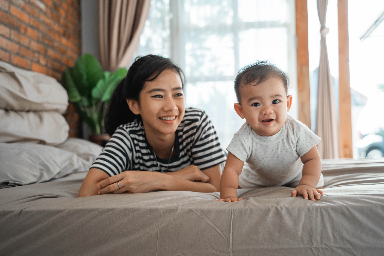 Yuk Moms, Kenali Tumbuh Kembang Bayi usia 2 Bulan
