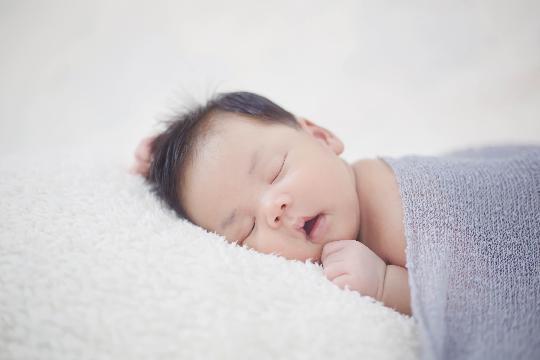 Jangan Salah Pilih, Ini Jenis Popok yang Cocok Untuk Newborn