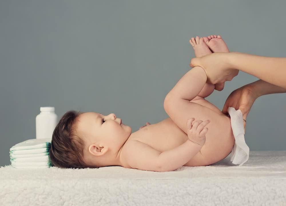 Cara Aman Mengganti Popok Bayi Baru Lahir